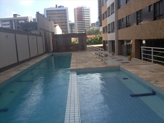 Piscina do condominio
